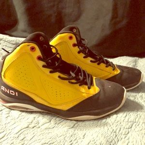 Men's Black/Yellow shoes size 10